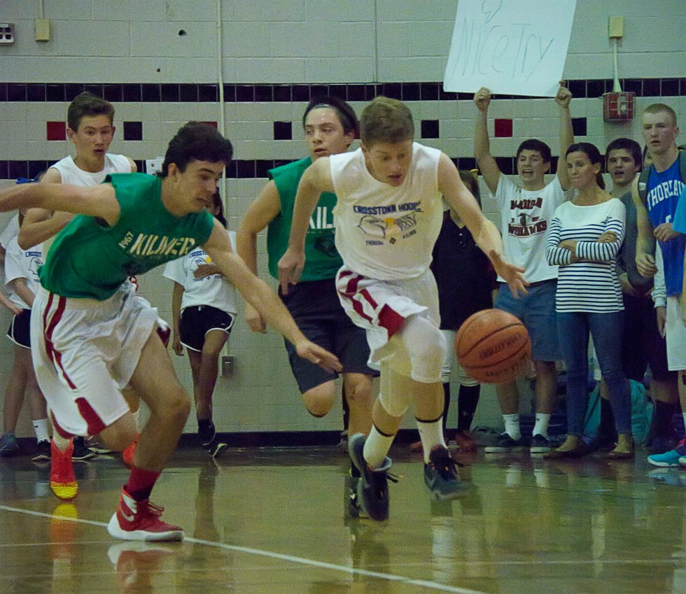 crosstown-hoops-boys-dribbling